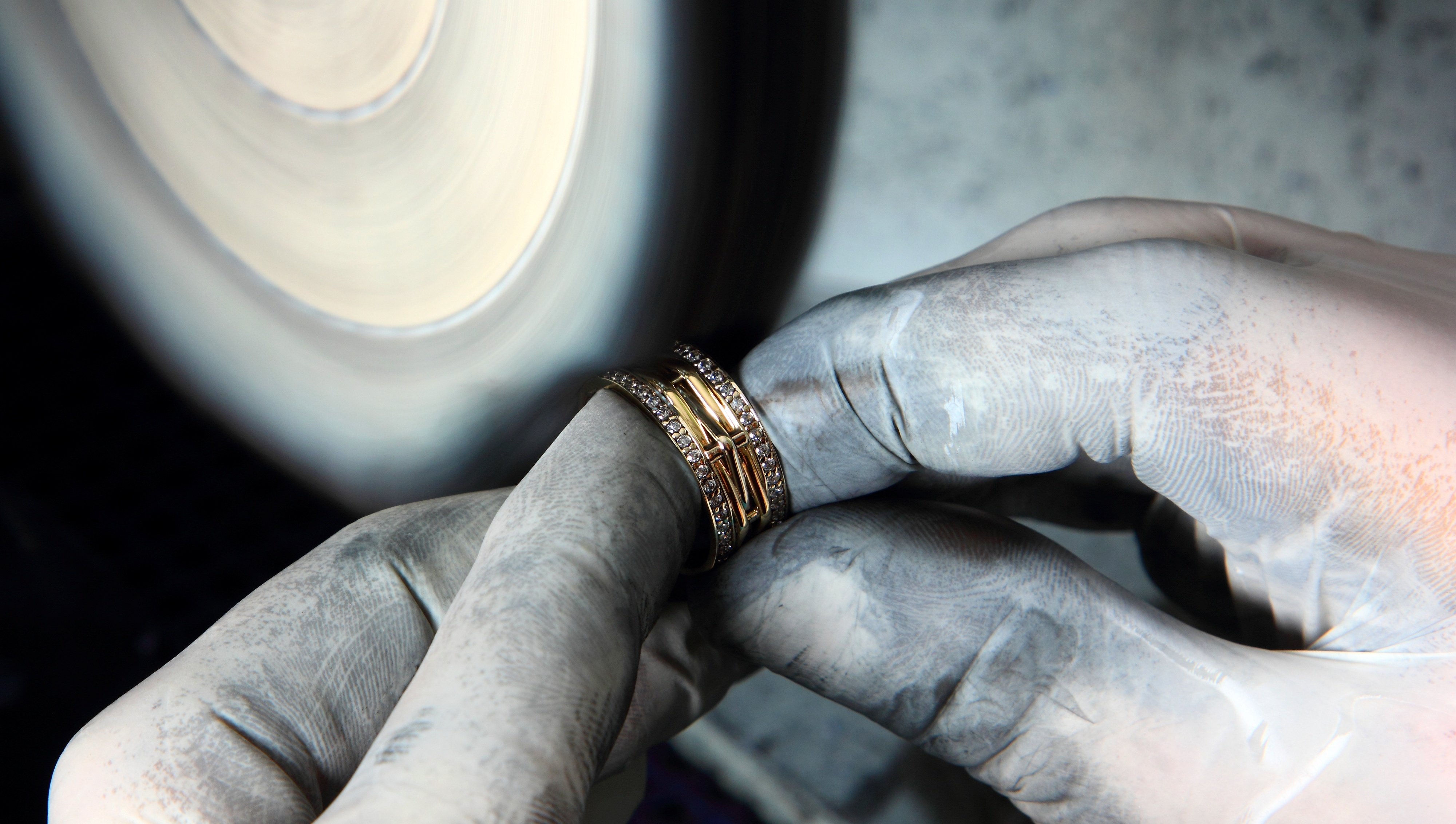 A Jeweller\'s Guide To Using Polishing Compounds | The Bench