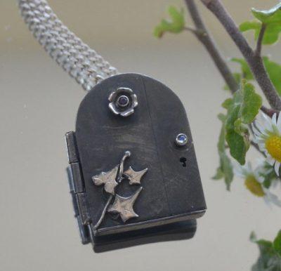 ivy door pendant