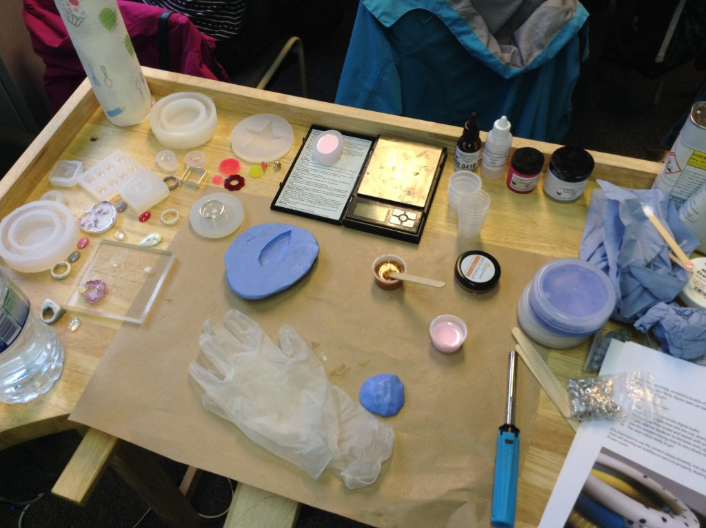 making resin jewellery
