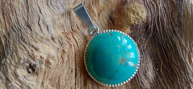 15 Minute Makes: Turquoise Bezel Pendant