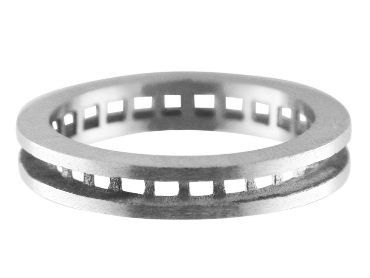 18ct White K19 Full Eternity Ring  Channel Set Hallmarked 26 Stone    Size 2mm Round/square 3.6mm Wide   Size N