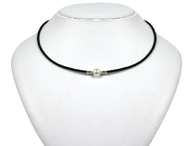 White Pearl Pendant 1640cm, On   Rubber Necklet With Silver Clasp