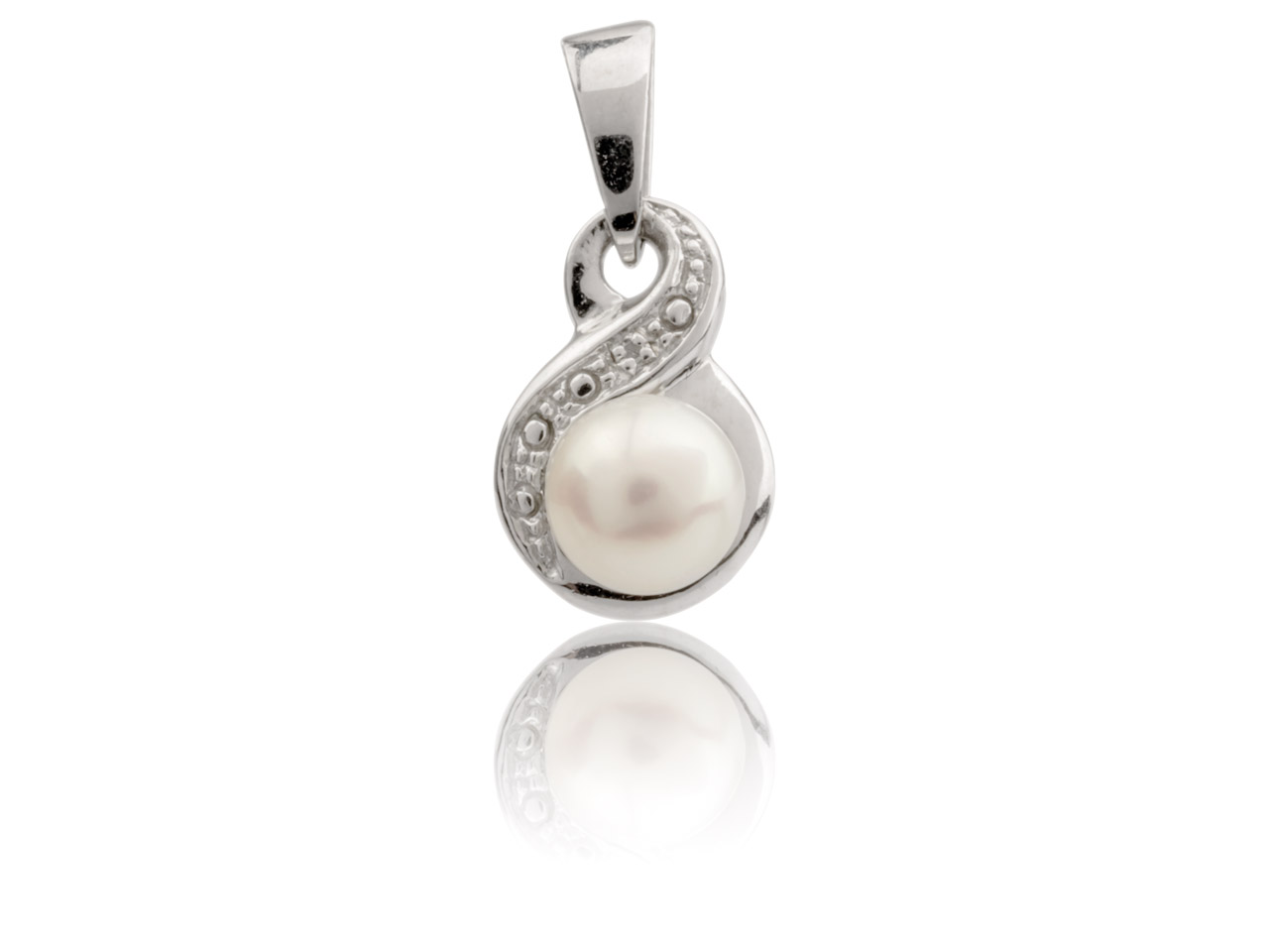 Sterling Silver Infinity Pendant   With White Fresh Water Pearl And   Diamond