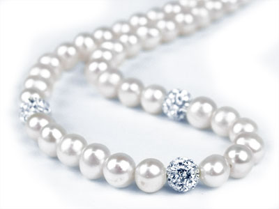 Fresh Water Pearl And Crystal      Necklet White 1743cm