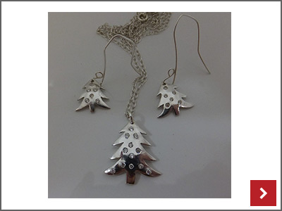 Christmas Tree Set With Stones, By Lori Ridgway