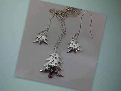 Project: Christmas Tree Earrings and Necklace Set